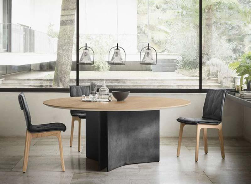 Tavolo rotondo con sedie Arredamenti Vitteritti