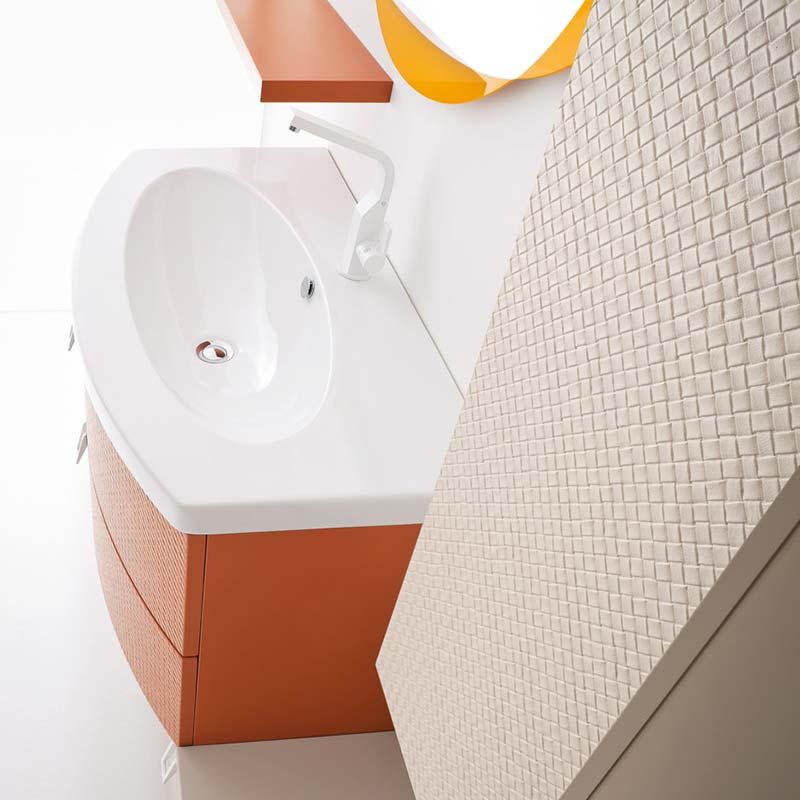 lavabo-bagno-moderno-giovane-finiture-morbide-arancione-bianco